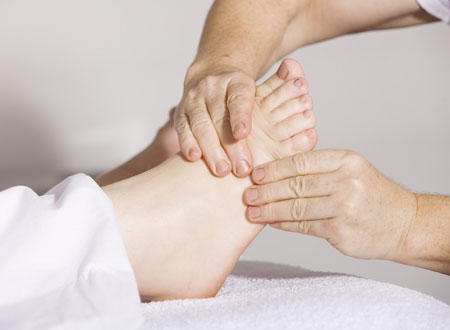 足の施術イメージ
